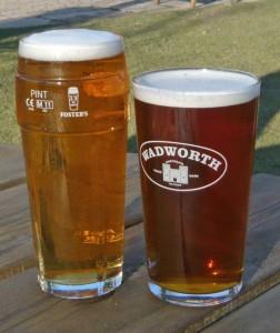 Auf ins Pub – und der ewige Mythos lauwarmes Bier