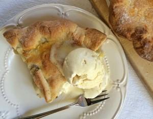 Apple_Pie_with_ice_cream