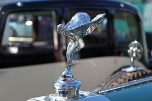 Schön, elegant und Vergangenheit – die Kühlerfigur